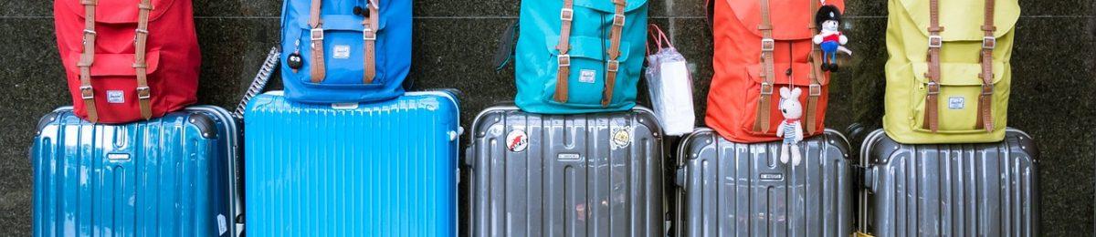 Como viajar de vacaciones libre de equipaje con niños. Pero sin olvidarnos del sistema antivuelco PONNY de PonnyShop para la sillita de paseo ligera.