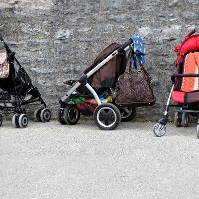 Tres sillas de paseo ligeras que no tienen instalado el sistema antivuelco PONNY de PonnyShop